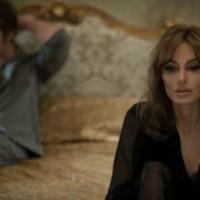 babyolie lube Angelina Jolie bryster